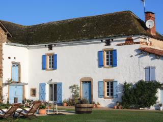 3 bedroom Farmhouse Barn with Internet Access in Saint Martin Laguepie - Saint Martin Laguepie vacation rentals