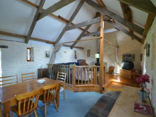 Lovely 2 bedroom Barn in Little Haven with Internet Access - Little Haven vacation rentals