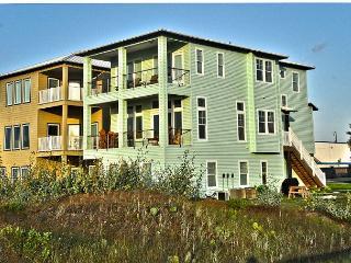 Vista Grande, Beachfront, Boardwalk to the beach, 6 bedrooms/4bath, Sleeps 14 - Port Aransas vacation rentals