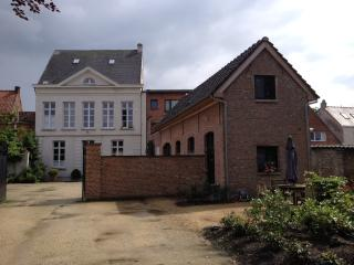 Charming 1 bedroom Gite in Laarne with Internet Access - Laarne vacation rentals