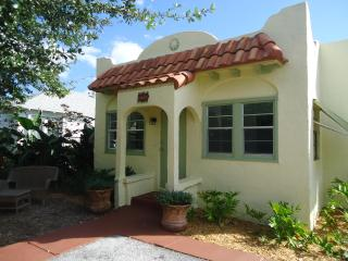 Cozy Cottage within walking distance to down town - Palm Beach vacation rentals