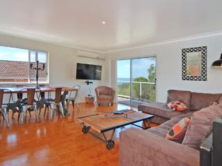 No1 Bonza View Jervis Bay, Vincentia, water views, free lemons! - New South Wales vacation rentals