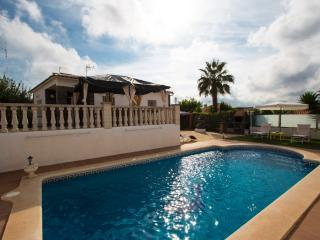 Exquisite 3-bedroom villa in El Vendrell for 6 guests only 2km from the beaches of Costa Dorada! - Costa Dorada vacation rentals
