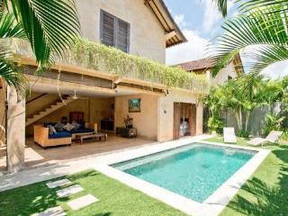 Rumi 2, Luxury 2BR Villa, Central Seminyak - Seminyak vacation rentals