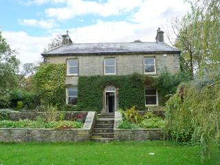 MEARBECK HOUSE, Grade II listed stone-built farmhouse, open fire, pet-friendly, WiFi, near Settle, Ref 915769 - Skipton vacation rentals