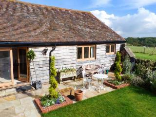 THE BYRE, character barn conversion, en-suite facilities, country views, near Heathfield, Ref 917549 - Crowhurst vacation rentals
