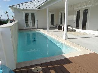 BRAND NEW Sun of A Beach, Sleeps 10, 3 bedroom, 2 bath, PRIVATE POOL, Pets!! - Port Aransas vacation rentals