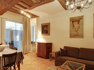 Perfect 2 Bedroom at Grand Augustins in Paris - Paris vacation rentals
