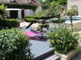 LE CLOS JEANINE 5 mns de CAHORS Piscine privée - Cahors vacation rentals