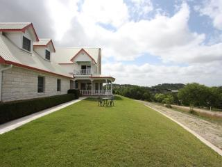 Gastehaus Royal Oaks - Hill Top with Great Views - Fredericksburg vacation rentals