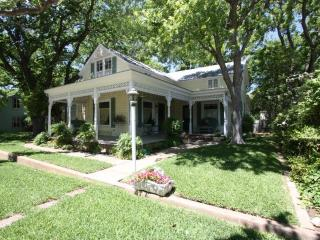 Grape Arbor - 5 Bedroom / 2 Bath Walk to Main St. - Fredericksburg vacation rentals