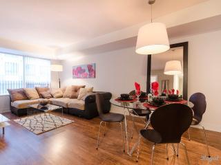 311-Deluxe One Bedroom Plus Den Blue Jays Way - Toronto vacation rentals