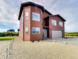 Walking distance to Bandon Beaches with room for 9! - Bandon vacation rentals