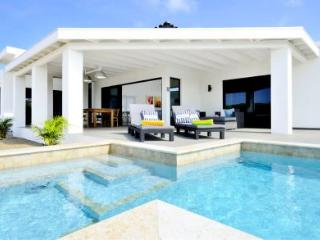 2 bedroom Villa with Internet Access in Palm Beach - Palm Beach vacation rentals