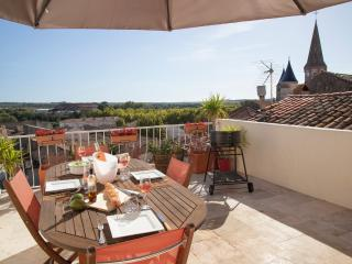 Bright 3 bedroom House in Pouzolles - Pouzolles vacation rentals