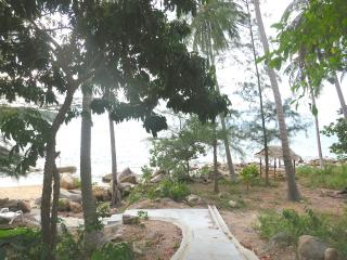 Beachfront 1 bedroom APT,Haad Khom,Chaloklum Ville - Koh Phangan vacation rentals