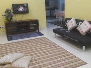2 bedroom House with A/C in Batu Pahat - Batu Pahat vacation rentals