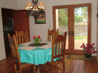 Comfortable 3 bedroom Taos House with Deck - Taos vacation rentals