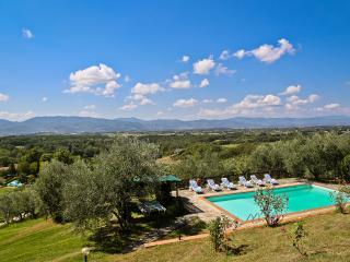 Villa Montagna: San Lorezo villa offers great views, Tuscan charm and private pool - Borgo San Lorenzo vacation rentals