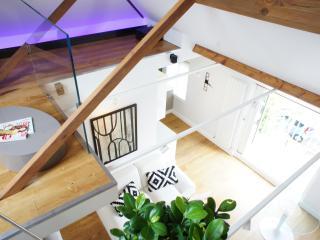 1 bedroom penthouse apartment - Teddington vacation rentals