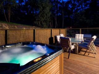 3 bedroom House with Hot Tub in Hepburn Springs - Hepburn Springs vacation rentals