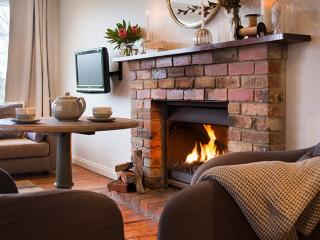 Romantic 1 bedroom Daylesford Villa with A/C - Daylesford vacation rentals