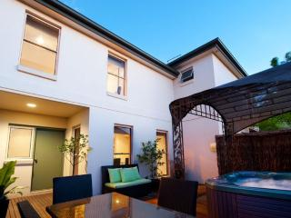 Cozy 2 bedroom Daylesford Villa with A/C - Daylesford vacation rentals