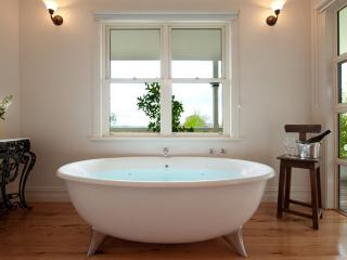 Romantic 1 bedroom Daylesford House with A/C - Daylesford vacation rentals