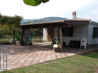 TORTOLI BUNGALOW LAIN AT A SHORT DISTANCE OF THE B - Tortoli vacation rentals