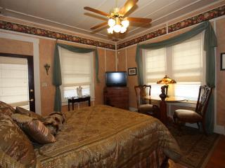 Sienna Suite at Harrison House - Close to Downtown - Fredericksburg vacation rentals