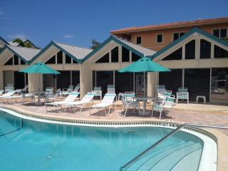 Nice Condo with Internet Access and Dishwasher - Holmes Beach vacation rentals