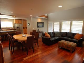 Martin's House, beautiful 3 bedroom in Pine Beach - Rockaway Beach vacation rentals