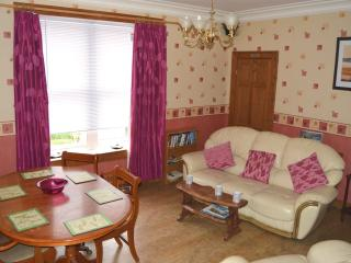 Sunny 2 bedroom Kirkcaldy Apartment with Internet Access - Kirkcaldy vacation rentals