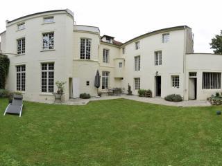 Grande maison bourgeoise - 20 mn de Walt Disney - La Ferte-sous-Jouarre vacation rentals