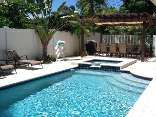 *Beach Villa Paradiso - Stroll to the beach!** - Fort Lauderdale vacation rentals