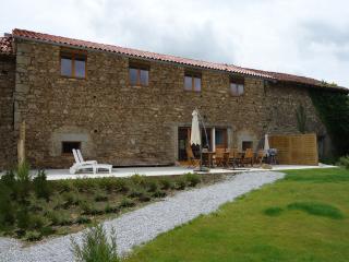Le Tournesol 12 persons Holiday Cottage - Saint-Leonard-de-Noblat vacation rentals
