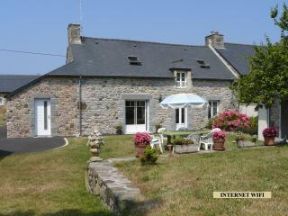 Lovely House with Outdoor Dining Area and Television in Fréhel - Fréhel vacation rentals