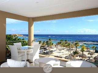 Amazing caribbean luxury with beach front views & 2 min walk to beach - Willemstad vacation rentals