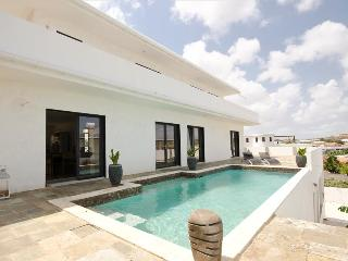 Affordable Luxury Villa with beautiful view of Spanish water - Willemstad vacation rentals