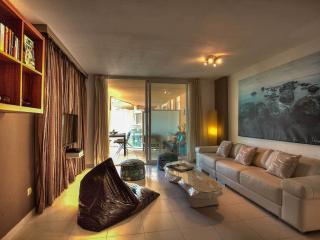 Bossa Azul Three Bed - Playa d'en Bossa vacation rentals