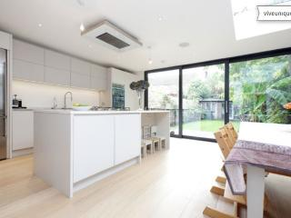 Smart three bed family home, Ashchurch Grove, Chiswick - London vacation rentals