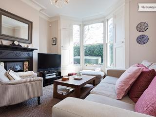 3 bed family home in Highbury, Canning Road - London vacation rentals