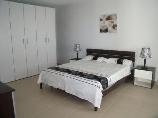 Bright 3 bedroom Apartment in Mellieha with Towels Provided - Mellieha vacation rentals