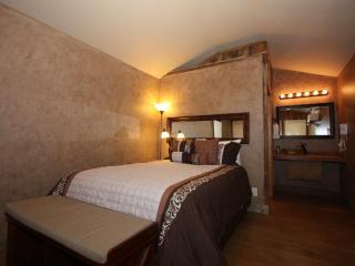 Luckenbach Lodge Cabin 2 - Walk to Luckenbach, Tx. - Luckenbach vacation rentals