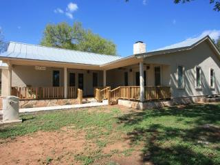 Milam Street Manor - 4 Bedroom / 3 Bath w/ Hot Tub - Fredericksburg vacation rentals