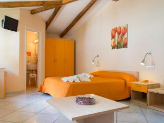 Minihotel IRIS - Camera Family Superior - Maiori vacation rentals