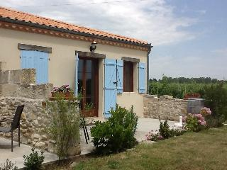 Charming 2 bedroom House in Blaye with Internet Access - Blaye vacation rentals
