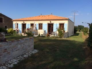 Beautiful 4 bedroom House in Blaye with Internet Access - Blaye vacation rentals