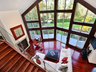 Luxurious 3 Bedroom Upper Executive Home Near Sidney - Sidney vacation rentals