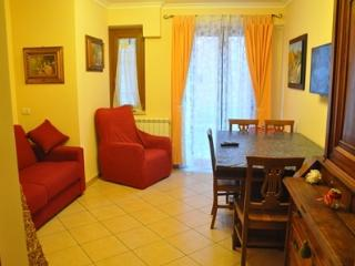 Romantic 1 bedroom Condo in Villetta Barrea - Villetta Barrea vacation rentals